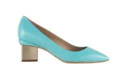 Zapatos del ` s de las mujeres en un fondo blanco calzado superior Zapatos calificados italiano Fotografía de archivo libre de regalías