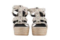 Zapatos del ` s de las mujeres en un fondo blanco calzado superior Zapatos calificados italiano Foto de archivo libre de regalías