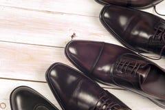 Zapatos del ` s de los hombres en el fondo blanco Copie el espacio para el texto Imagenes de archivo