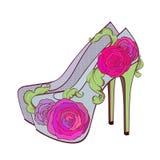 Zapatos del tacón alto de la moda con las rosas Fotos de archivo