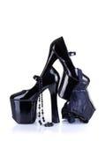 Zapatos del tacón alto del fetiche con la ropa interior y el collar atractivos Fotografía de archivo