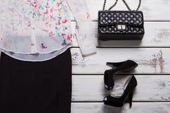 Zapatos del talón y bolso de embrague Imagen de archivo