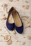 Zapatos del verano del ` s de las mujeres por días de fiesta de la playa Imagen de archivo