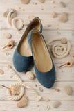 Zapatos del verano del ` s de las mujeres por días de fiesta de la playa Fotos de archivo libres de regalías