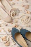 Zapatos del verano del ` s de las mujeres por días de fiesta de la playa Fotos de archivo