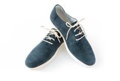 Zapatos del verano en el ante azul para los hombres Imágenes de archivo libres de regalías