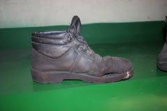 Zapatos desiguales Fotos de archivo libres de regalías