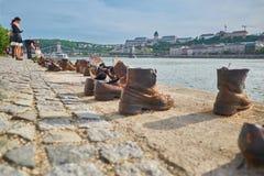 Zapatos en el Danubio fotografía de archivo
