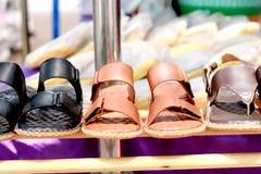 Zapatos en el de madera Imagenes de archivo