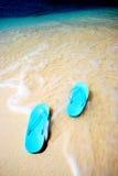 Zapatos en el mar Imágenes de archivo libres de regalías