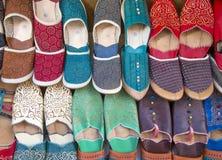 Zapatos en el mercado marroquí Imagen de archivo libre de regalías