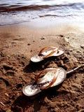 Zapatos en la costa Imagen de archivo