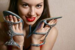 Zapatos en las manos. Imagen de archivo libre de regalías