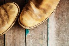 Zapatos en un de madera Imagen de archivo
