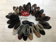 Zapatos en venta Fotos de archivo libres de regalías