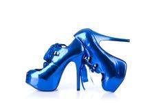 Zapatos femeninos azules metálicos elegantes Imagen de archivo libre de regalías