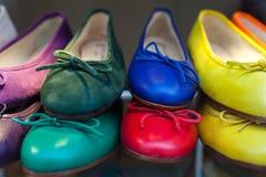 Zapatos femeninos coloridos Imagen de archivo