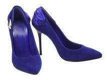 Zapatos femeninos en un alto talón Imagenes de archivo