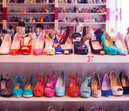 Zapatos femeninos italianos Fotos de archivo libres de regalías