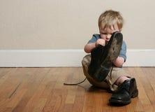 Zapatos grandes, pequeños pies Imagen de archivo libre de regalías