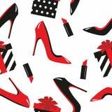 Zapatos inconsútiles, regalos, lápiz labial Fotografía de archivo libre de regalías