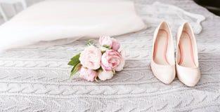 Zapatos maravillosos del tacón alto de la boda Fotografía de archivo libre de regalías