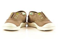 Zapatos modernos del deporte en los accesorios blancos del fondo Foto de archivo libre de regalías