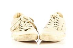 Zapatos modernos del deporte en los accesorios blancos del fondo Imagen de archivo