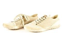 Zapatos modernos del deporte en los accesorios blancos del fondo Fotografía de archivo libre de regalías
