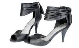 Zapatos modernos negros de la mujer. Imágenes de archivo libres de regalías