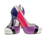 Zapatos mujeriles del color aislados en blanco Imagen de archivo