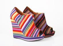 Zapatos multicolores de las cuñas Foto de archivo libre de regalías