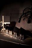 Zapatos negros de la composición con los talones fríos Imagenes de archivo