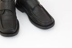 Zapatos negros de los hombres aislados en el fondo blanco Foto de archivo