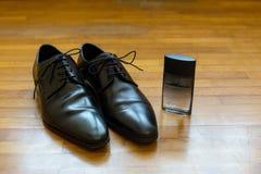 Zapatos negros del novio Fotografía de archivo