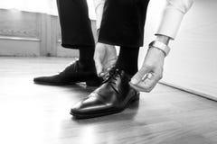 Zapatos negros del novio Fotografía de archivo libre de regalías