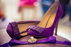 Zapatos púrpuras de la boda Imagen de archivo