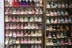 Zapatos para la venta Imagen de archivo libre de regalías