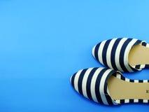 Zapatos planos de las señoras de los pares Imagenes de archivo