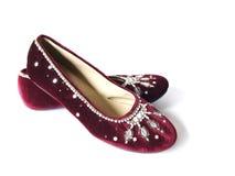 Zapatos planos del terciopelo de Borgoña Fotografía de archivo libre de regalías