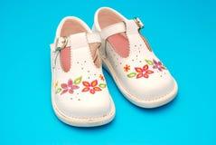 Zapatos que recorren del niño Imagen de archivo
