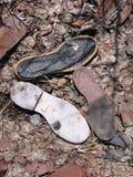 Zapatos quebrados en un sitio de la descarga en el pueblo fantasma de Ironton, Colorado Foto de archivo