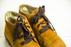Zapatos retros brillantes de las mujeres de Brown Fotografía de archivo