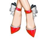 Zapatos rojos de la moda con la cinta de la plata del brillo Foto de archivo