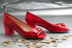 Zapatos rojos de la mujer Fotografía de archivo libre de regalías