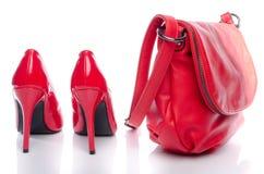 Zapatos rojos del bolso y del tacón alto Imágenes de archivo libres de regalías
