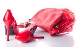 Zapatos rojos del bolso y del tacón alto Fotografía de archivo