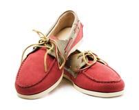 Zapatos rojos y amarillos del sider del top del ` s de los hombres del ante o zapatos del barco fotografía de archivo