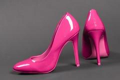 zapatos rosados de los tacones altos Fotos de archivo libres de regalías