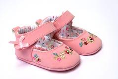 zapatos rosados para el bebé Imagenes de archivo